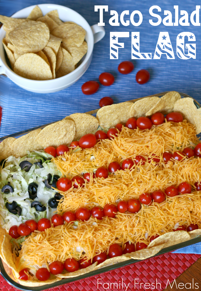 Easy Taco Salad Flag. Are you looking for some ideas for your 4th of July food recipes? I made my list of the best Patriotic recipes for the Independence day party. Enjoy these 4th of July food ideas and save your favorite to your 4th of July Food board on Pinterest to check the recipe later! #4thofjuly