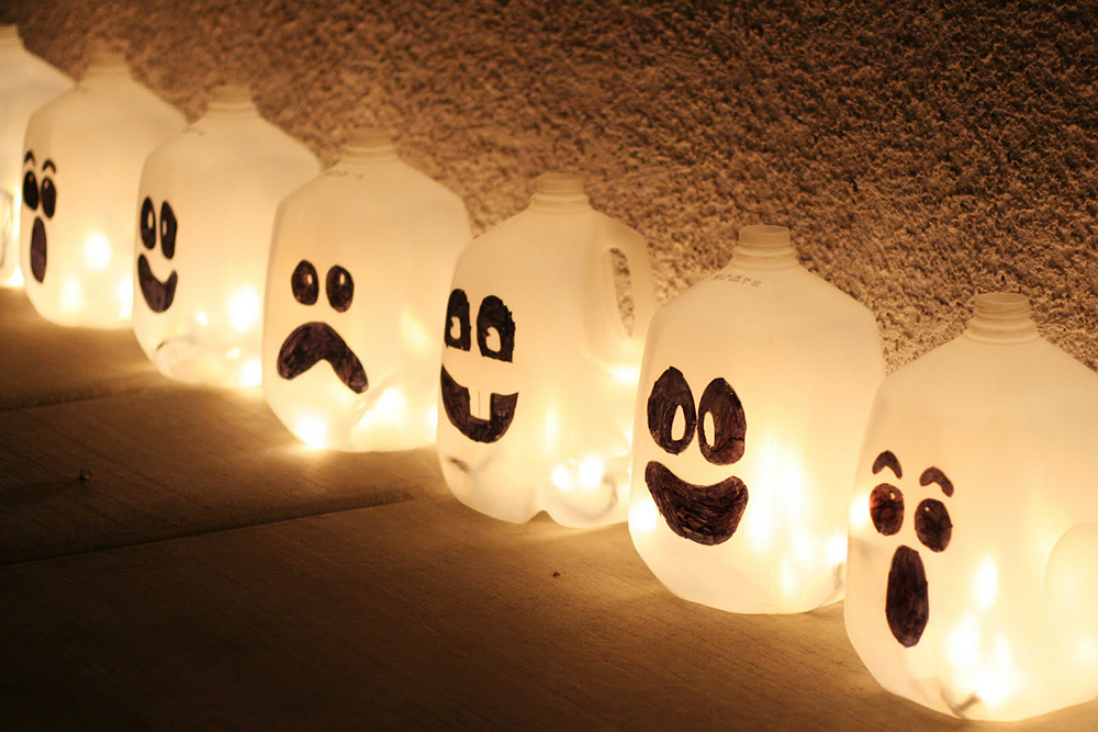 Best DIY Outdoor Halloween Decorations for 2018! Check these Halloween projects, make our yard and home decor amazing for a Halloween party!