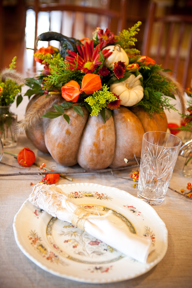 Get inspired by these great Thanksgiving Table Decorations - get ideas for DIY Amazing Centerpieces for Home. Fall table decoration. Great centerpieces ideas. Rustic decor ideas for Thanksgiving table. #homedecor #thanksgiving #fall #rustic #farmhouse #pumpkin #home #decoration #decor