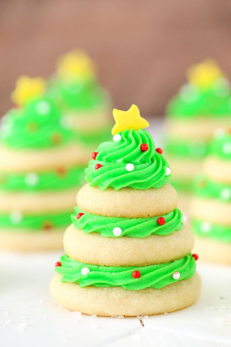 Chocolate Covered Strawberry Christmas Tree - Best Christmas Desserts - Recipes and Christmas Treats to Try this Year! Try these amazing and cute easy Christmas dessert recipes to have a great party for your kids, friends, and family! Cupcakes, cakes, sweet bites, pies, brownies, home-made Christmas popcorn, Christmas cookies and other delights. #christmas #dessertfoodrecipes #xmas #recipes #food #christmasfood